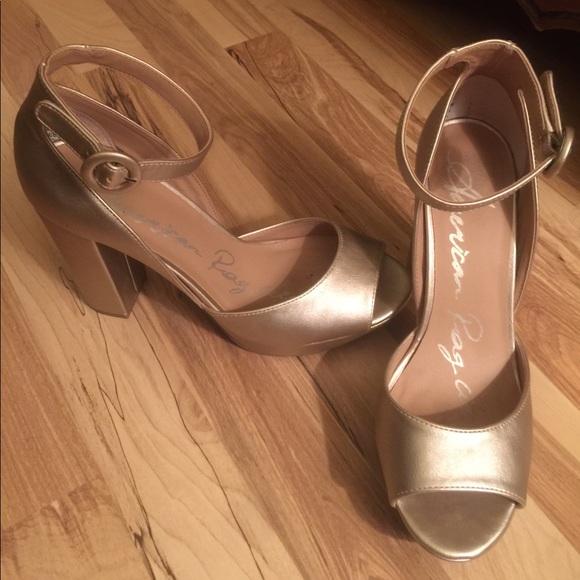 9ab25d09c05f American Rag Reeta gold block heel 7.5